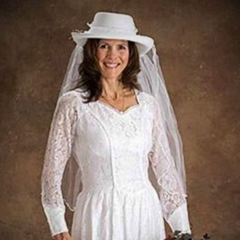western-style-wedding-dresses-with-cowboy-boots-2.jpg